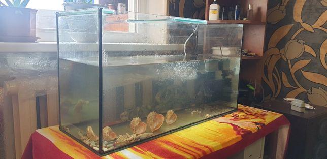 Аквариум с рыбами и компрессором на 105 л
