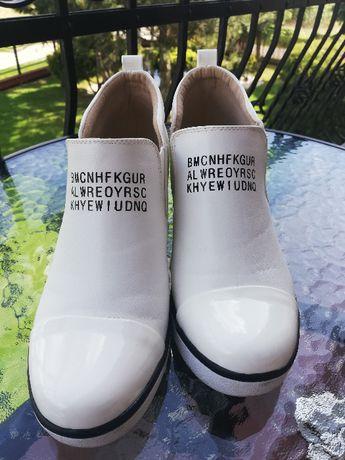 Biale sneakersy