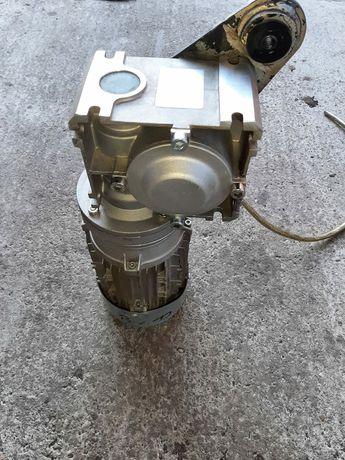 Motoreduktor  0.37 kw
