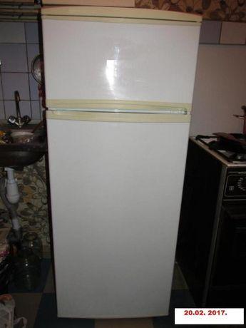 Холодильник Атлант 2-х камерный 155 см работает хорошо морозит
