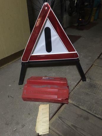Trojkat ostrzegawczy drogowy