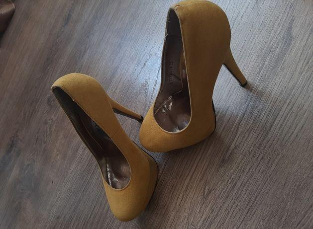 Продам туфельки для маленькой ножки