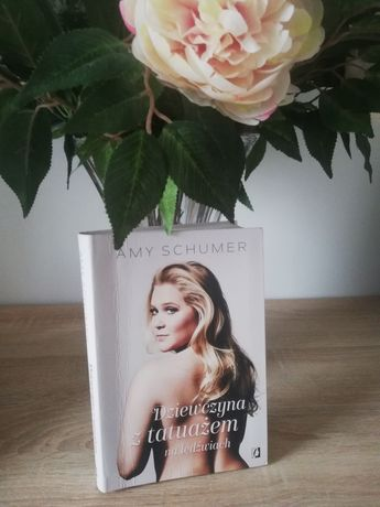 """Książka """"Dziewczyna z tatuażem na lędźwiach"""" Amy Schumer"""