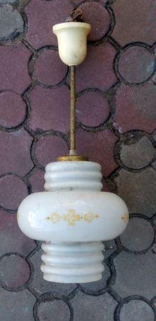 Люстра на одну лампу.