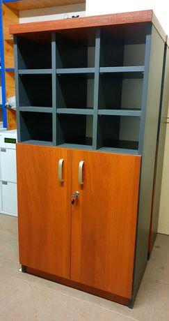 szafka biurowa z przegródkami zamykana zamkiem