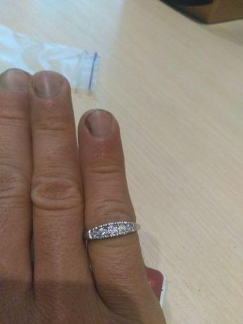 Кольцо каблучка серебро новая размер 18 фианиты