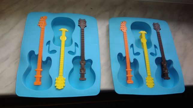 Foremki do lodów w kształcie gitary