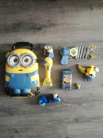 Minionki ,walizka ,figurki,wiatraczek