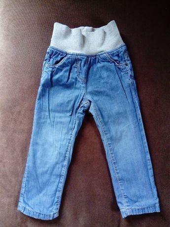 Spodnie r. 86 jeansy spodenki na podszewce