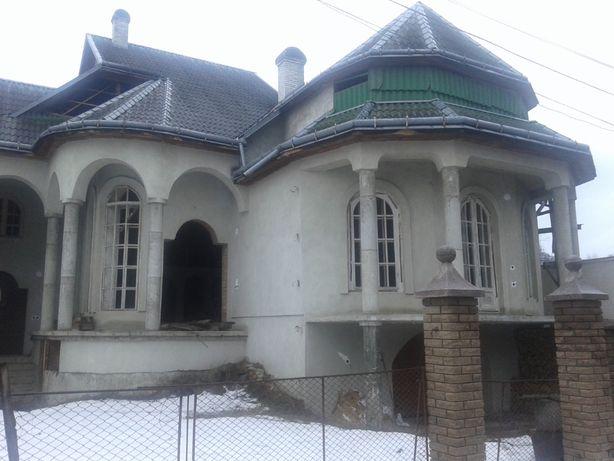 Продаю дім з ділянкою на 1 сотку, 308 кв. м, 6кімнат, Сергія Лазо 14,