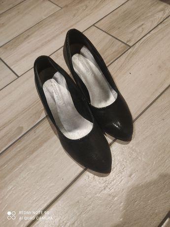 Pantofle czarne 39