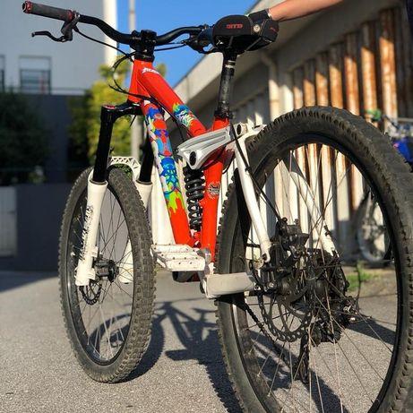 Bike downhill Kona stinky 2009