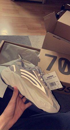 Yeezy 700 V2 Cream 39 1/3
