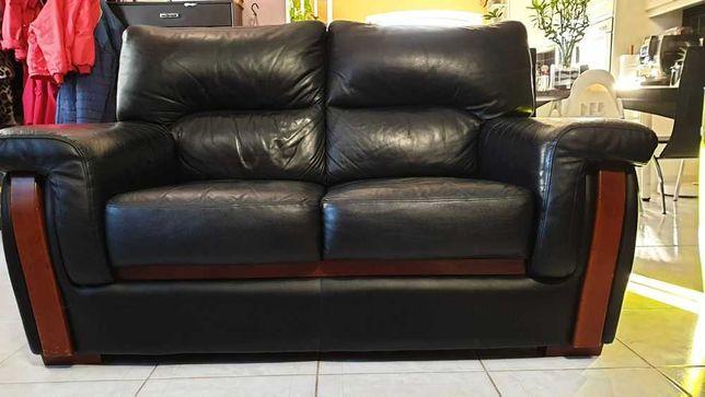Vendo sofá 2 lugares em pele preta