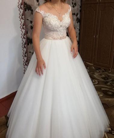 Весільна шикарна сукня