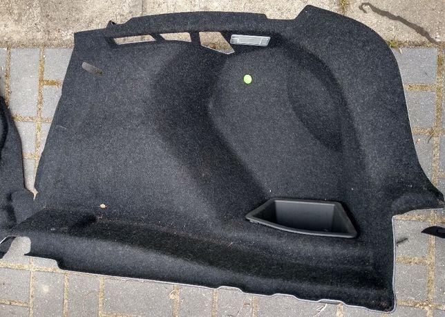 BMW F20 tapicerka boczek wykładzina bagaznika prawa