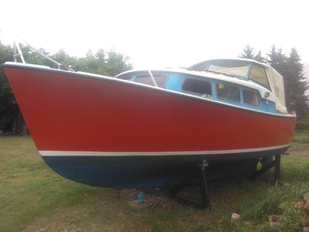 jacht motorowy odnowiony dokładnie