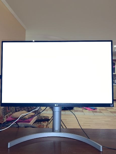 LG 27UL650 27'' UHD Monitor 4K