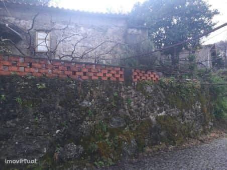 3 Casas com vasto terreno