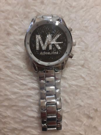 Relógio MK novo.