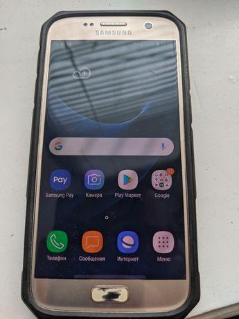 Продам телефон Samsung S7.чехол в подарок дорогой.