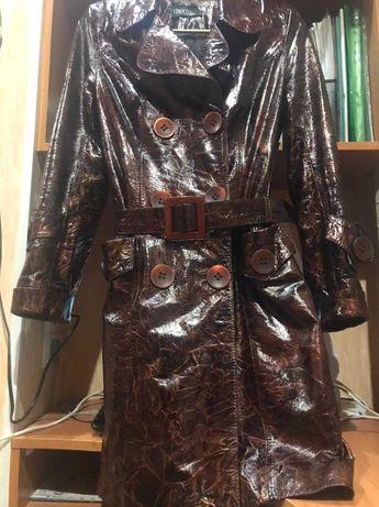 Кожаный лакированный удлинённый пиджак