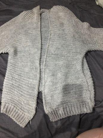 Sweterek wełniany ze srebrną nitką