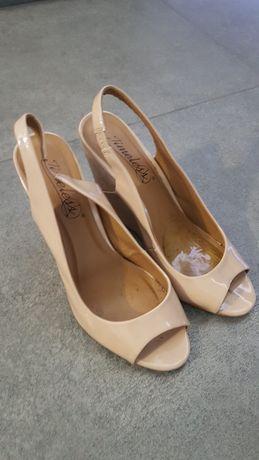 Sandałki na koturnie 38,beż
