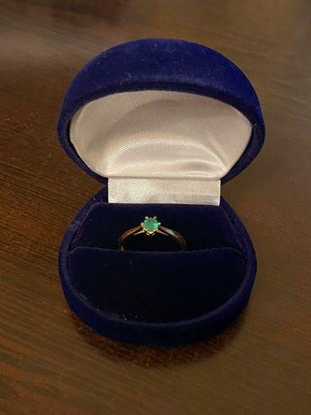 Złoty pierścionek - obrączka ze szmaragem r. 16 próba: 585