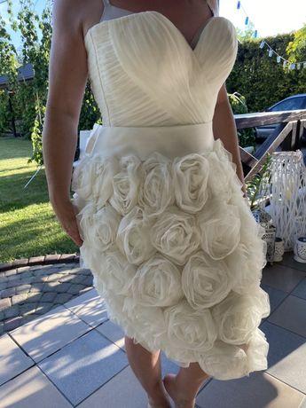 Suknia ślubna sukienka biała ecru piękna gorset gorsetowa róże tiul