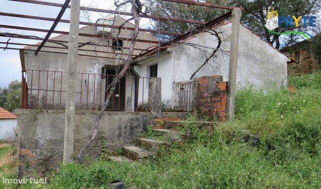 Moradia rústica situada em Carvalhal do Troviscal, Sertã. Bela vista!