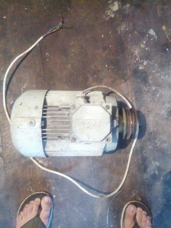 Продам електромотор 2.2 кв