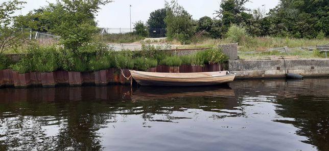 Łódka poliestrowa do remontu