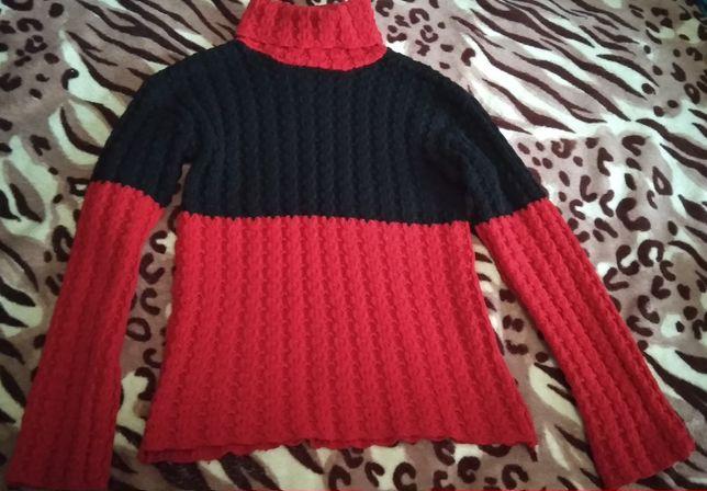 Продам теплый вязаный свитер