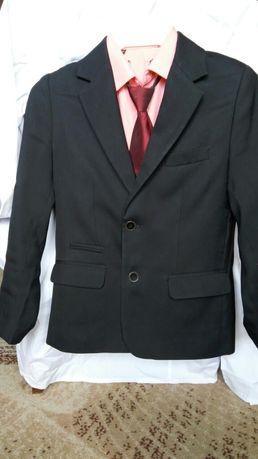Пиджак школьный на мальчика 10-11 лет