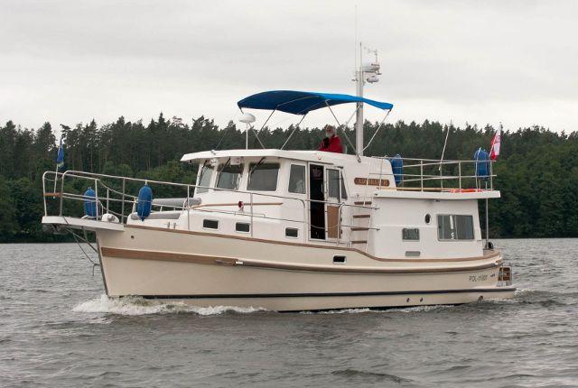 Formy jachtu motorowego Courier 1300