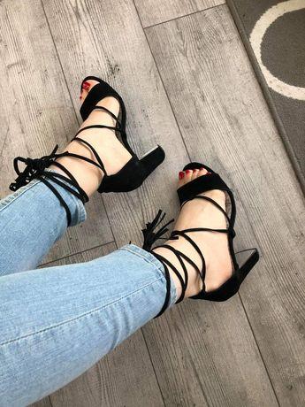 Nowe skórzane sandały Reserved