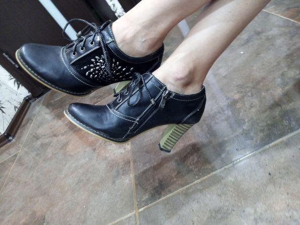 Туфли  на каблуке 38 р