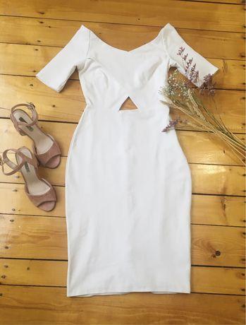 Красива сукня молочного кольору