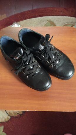 Шкіряні дитячі туфлі