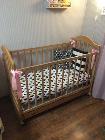 Деттская кроватка на колесиках