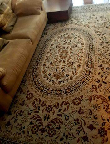 2 Carpetes com motivos florais, excelente estado  de conservação