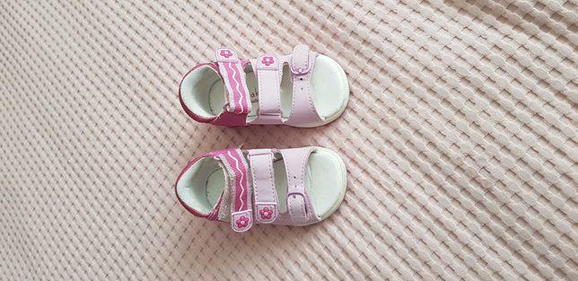 Sandałki letnie dla dziewczynki w rozmiarze 20