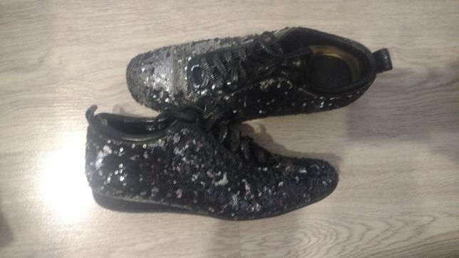 Продам кросівки шкіряні