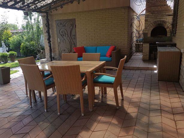 Уличная мебель Mazuvo - стол, стулья, диван, комод, вазоны