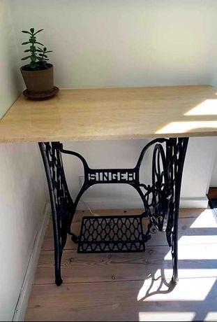 Stolik z blatem marmurowym