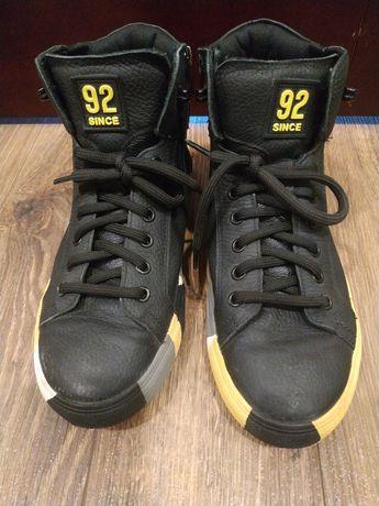 Продам демисезонные ботинки 39 размера фирмы Мида