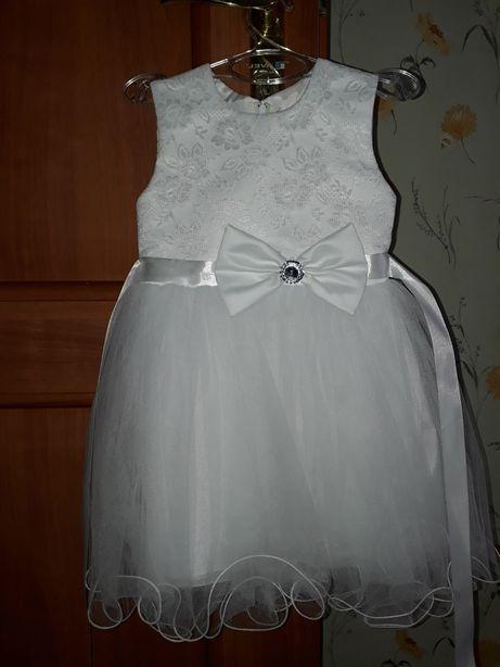 Продам платье нарядное на 2-3 года