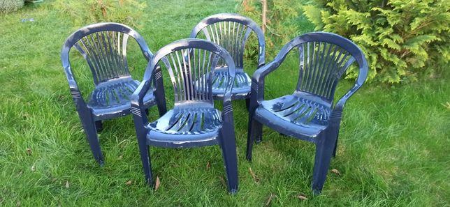Komplet czterech krzeseł ogrodowych