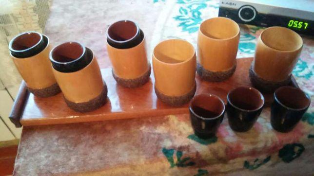 СУВЕНИР)Жолуди дерево на лаковой деревянно подставке, стопки керамика.